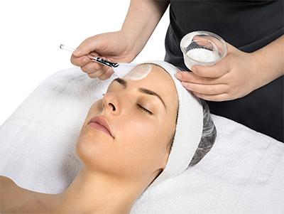 جوانسازی پوست صورت با لایه بردارهای شیمیایی