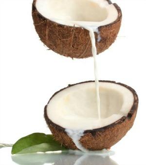 نرم کننده های خانگی شیر نارگیل برای موهای خشک